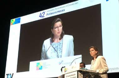 VIDEO - Agnès Buzyn la ministre qui parle à l'oreille des puer !