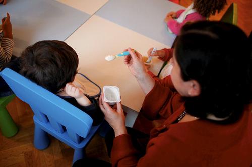Assistantes maternelles : 335 heures par mois pour 1.108 euros...