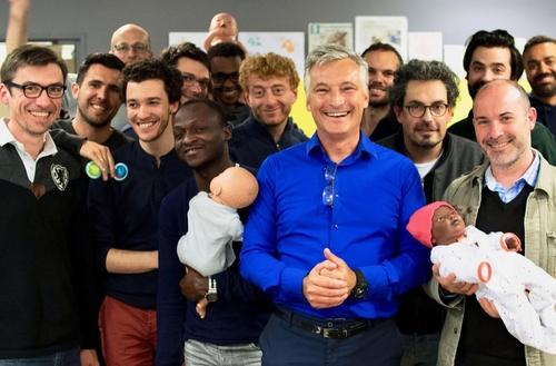 Paris : des ateliers gratuits pour apprendre à devenir père