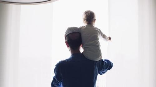 Des personnalités se mobilisent pour un congé paternité obligatoire