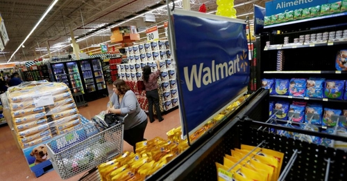 Walmart in Talks to Move Credit-Card Partnership to Capital One
