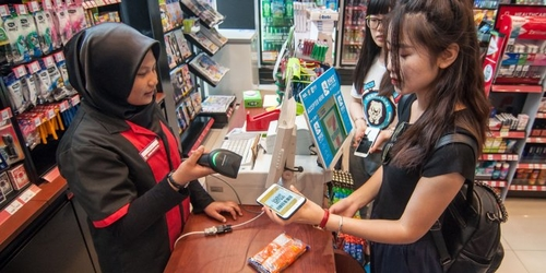 Alipay, WeChat Take Battle for Mobile-Payment Dominance Overseas