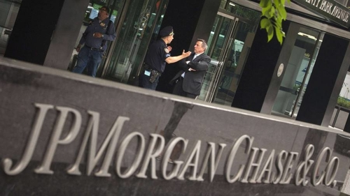 JPMorgan disrupts online brokerage Robinhood