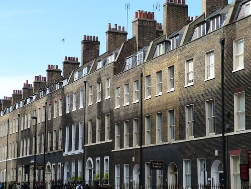 UK estate agents see fall in housing stock