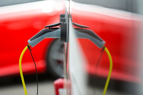 Cheaper EV Charging Seen Under U.K.'s First Half-Hourly Tariff