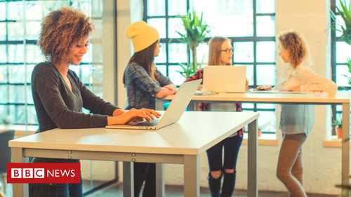 Standing-desk workers 'less tired, more engaged'