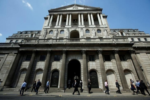 Bank of England Survey Predicts Brexit Boost to Wages