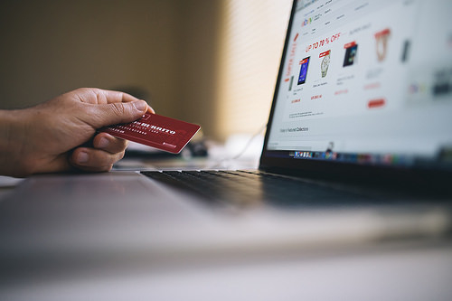 Buying clothing online: Commission launches investigation into suspected cross-border online sales restrictions