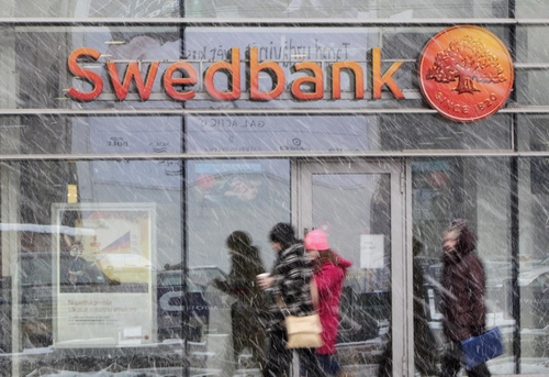 Swedish banks embrace artificial intelligence as a cure to closures