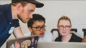 ¿Cómo pueden influir los departamentos de comunicación sobre los directores de marketing y IT?