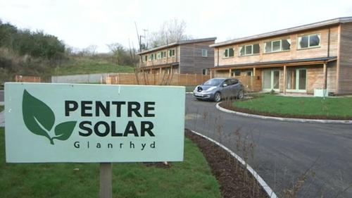 Wales: Sozialwohnungen werden mit Solaranlagen ausgestattet